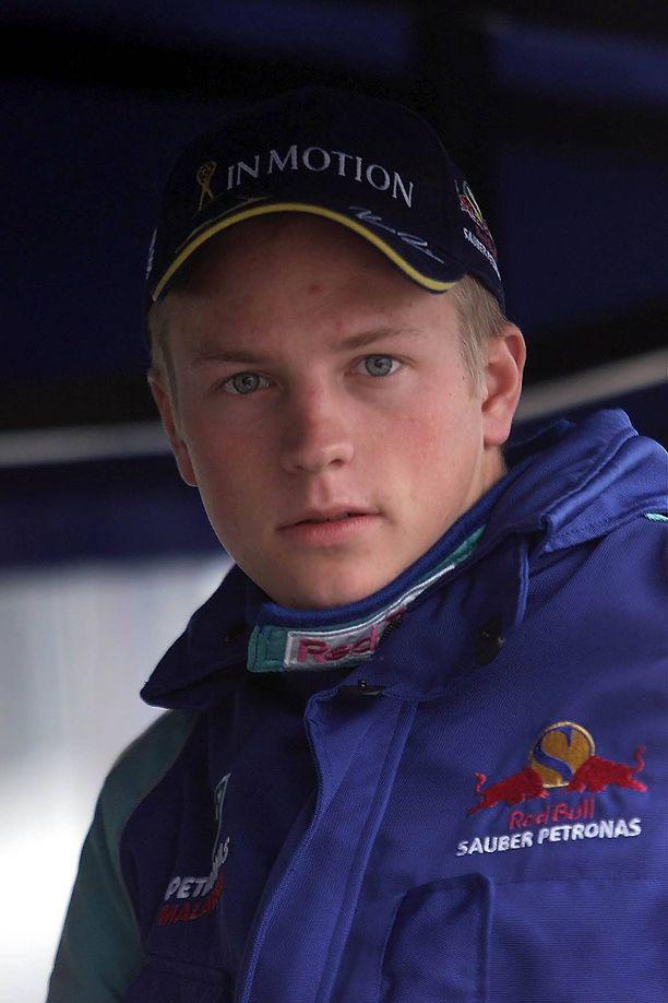 Kimi Räikkönen ajoi F1-ensitestinsä Sauberilla 2000. Tässä kuvassa suomalainen on jo tallin kisakuljettaja.