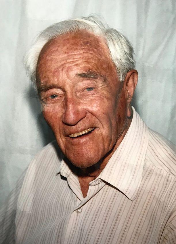 Goodall oli arvostettu tutkija. Hän halusi kuolla, koska hänen liikunta- ja näkökykynsä olivat heikentyneet merkittävästi.