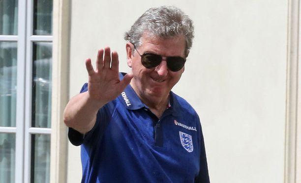 Roy Hodgson ärähteli Englannin liitolle ja medialle.