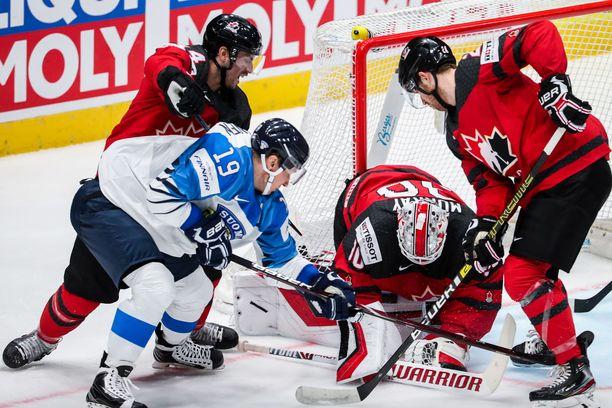 Damon Severson (oikealla) piti Kanadaa parempana joukkueena.