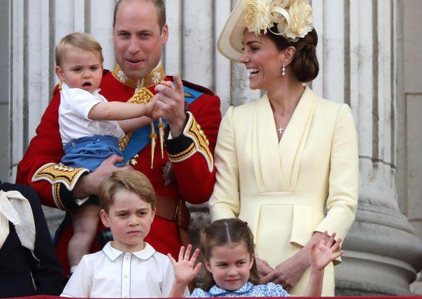 Prinssi Williamin perhe Buckinghamin palatsin parvekkeella kesällä 2019.