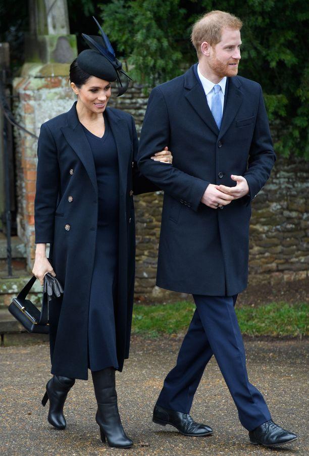 Prinssi Harry on onnellisempi kuin koskaan, mutta Meghanin tulo brittihoviin ei ole sujunut ongelmitta.