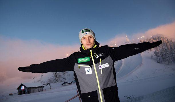 Yhdistetyn mies Hannu Manninen työskentelee Finnairilla lentäjänä.