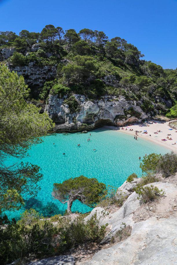 Macarelletan paratiisiranta on monen kävijän mielestä saaren kaunein. Matala ranta sopii myös lapsille.
