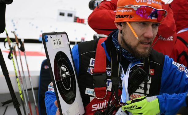 Suomen valmentaja Jouni Kinnusen taulu ei riittänyt osoittamaan, miten kauas Mäkäräisen viimeinen kuula lipsahti.