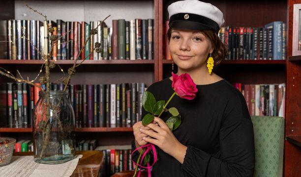 Lotta Yli-Hukkala valmistui ylioppilaaksi Kempeleen lukiosta syksyllä 2019.