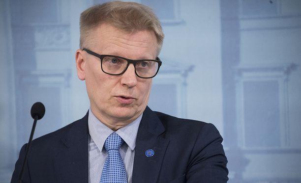 Ministeri Tiilikainen soisi pormestari Vapaavuoren keskittyvän Helsingin asioiden hoitoon.