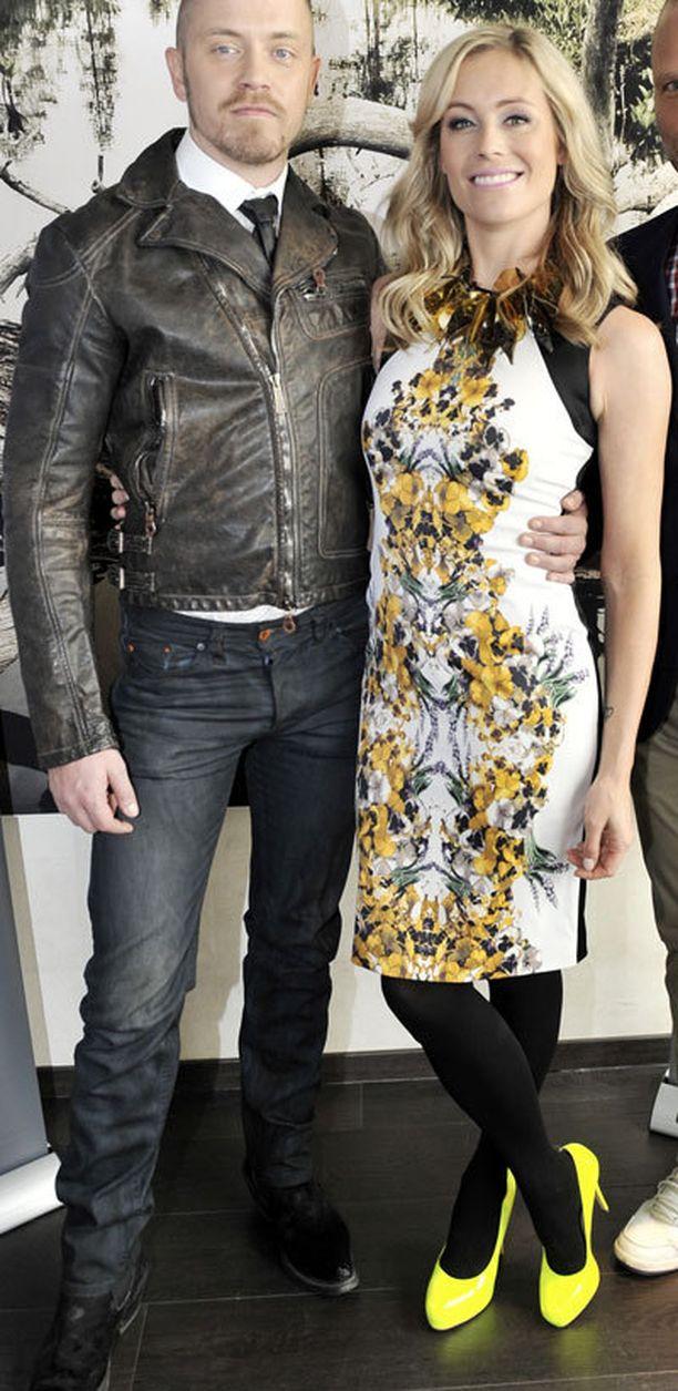 Anne Kukkohovin tyyliä saa ihailla Huippumalli haussa -tv-ohjelmassa. Anne pukeutuu sarjassa luonnollisesti viimeisimpien trendien mukaisesti. Piakkoin alkavalla tuotanto-kaudella Anne nähdään ainakin tässä upeassa printtimekossa ja neonkeltaisissa koroissa.
