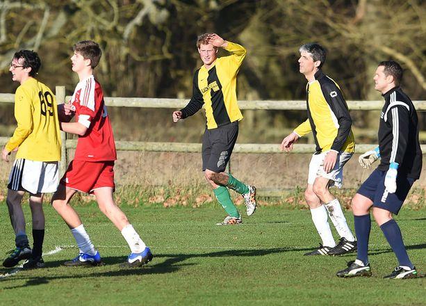 Perinteisen joulunvieton ohessa Harry ehti urheilemaan kyläläisten kanssa.