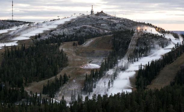 Ensimmäisenä hiihtäjien käyttöön saatiin Saaruan rinne. Tältä sen lumitilanne näytti viime viikolla.