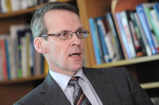Palkansaajien tutkimuslaitoksen ennustepäällikkö Eero Lehto pitää Suomen nykytilannetta valoisampana kuin monet muut ekonomistit. Lehdon mukaan Suomen vienti on pääsemässä jaloilleen. Kiky-sopimuksella on Lehdon mukaan iso vaikutus hintakilpailukykyyn.
