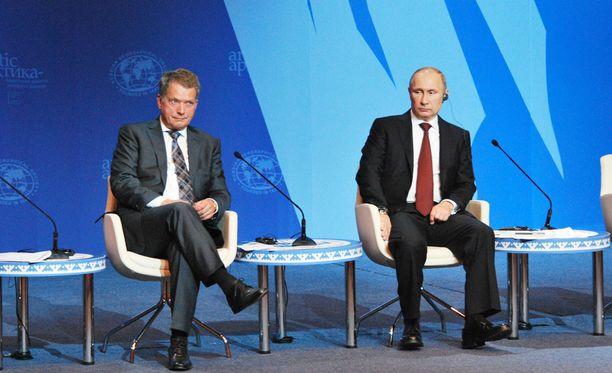 Sauli Niinistö ja Vladimir Putin kävivät puhelinkeskustelun Etyj-jupakasta. Arkistokuva.
