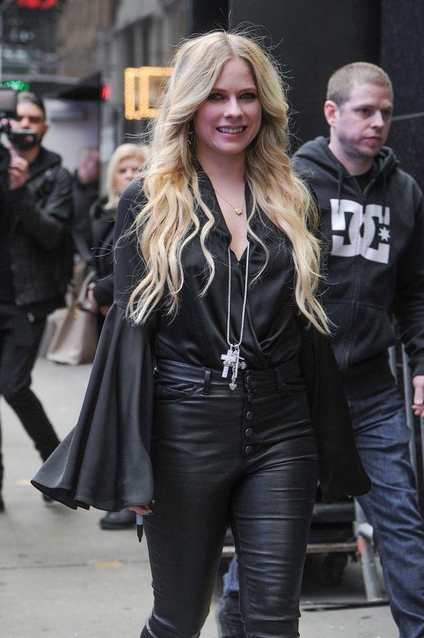 Avril Lavignen kuudes studioalbumi on nimeltään Head Above Water.