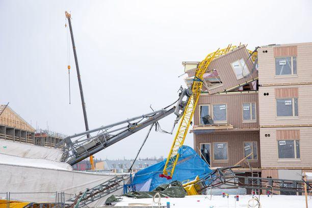 Kuvat paljastavat talolle aiheutuneet vauriot.