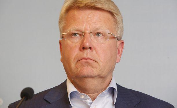 EK:n toimitusjohtajan Jyri Häkämiehen mukaan SAK:n esitys ei täytä hallituksen ehtoa viiden prosentin kilpailukykyloikasta.