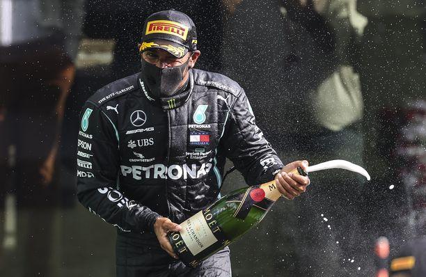 Lewis Hamilton juhli Belgiassa jälleen voittoa.
