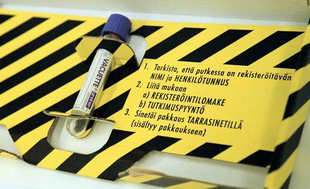 Mikkelissä otetut DNA-näytteet toimitettiin KRP:n laboratorioon. Kuvituskuva näytepakkauksesta.