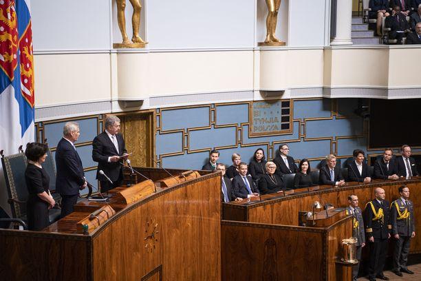 Ministeriaitiossa oli torstaina poikkeuksellisen väljää, kun siniset ministerit loistivat poissaolollaan.