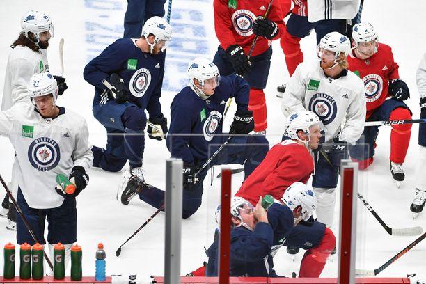 Winnipeg Jetsin pelaajat palasivat maanantain välipäivän jälkeen tositoimiin ensimmäisten Hartwall-areenan jäällä järjestettyjen harjoitusten merkeissä.