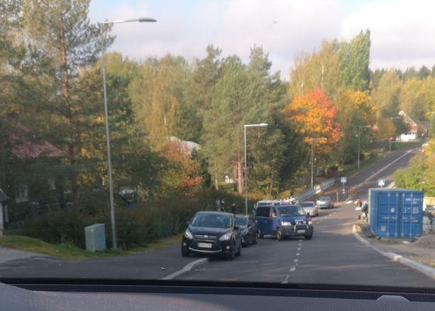 Viranomaiset iskivät rakennustyömaalle Vantaalla.