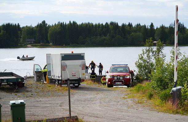 Uumajan pienkoneturmalla oli sunnuntaina useita silminnäkijöitä ja pelastusviranomaiset saapuivat pian tapahtumapaikalle.