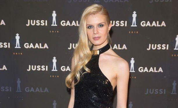 Suomalais-venäläinen Alina Tomnikov näyttelee myös tänä vuonna suomalaisen toimintaelokuvan Rendelin yhdessä pääroolissa.