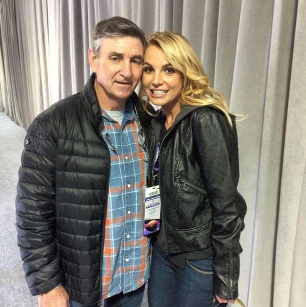 Britney Spearsin holhoojaksi nimitettiin hänen isänsä.