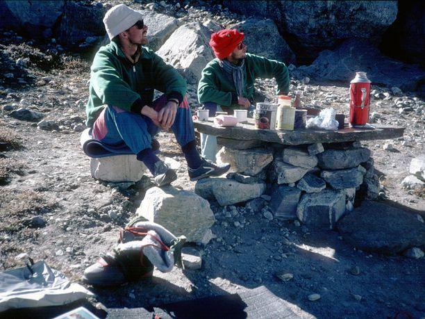 Kristinn Runarsson (vas.) jaThorsteinn Gudjonsson olivat nuoria kiipeilijöitä, kun he joutuivat onnettomuuteen Himalajalla.