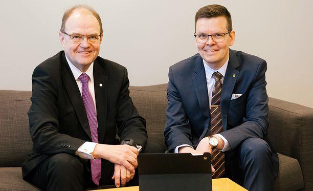 Oulun Osuuspankin toimitusjohtaja Timo Levo ja pankinjohtaja Jari Anttila joukkoineen ovat valmiina tarjoamaan korkeatasoisen talousillan.