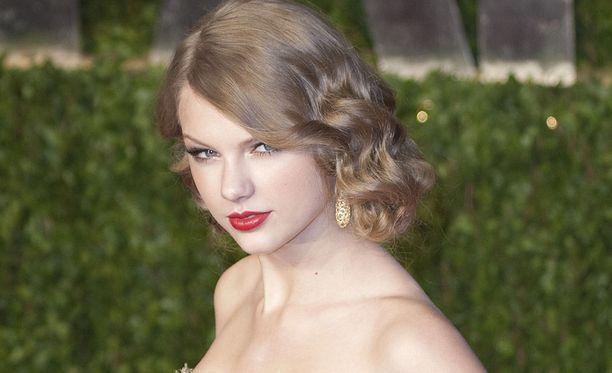 Taylor Swift, 28, tunnetaan esimerkiksi kappaleistaan Shake It Off, Blank Space ja Bad Blood.