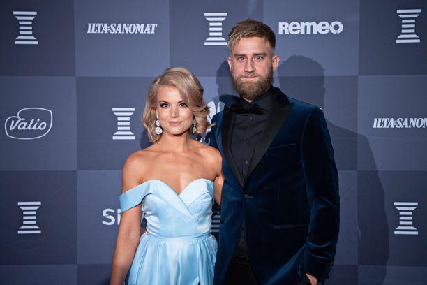 Janni Hussi ja Joel Harkimo esiintyivät ensimmäisen kerran julkisesti yhdessä Urheilugaalassa tammikuussa.