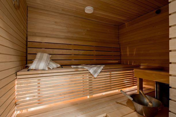 Perinteisen saunan tunnelma on hiukan mystinen. Tämä kerrostalon pikkusauna on varsin viihtyisä.