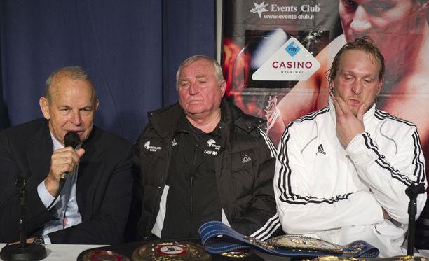 Robert Helenius oli mietteliäänä ottelun jälkeisessä lehdistötilaisuudessa.