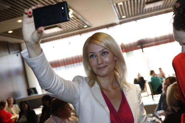 Maria Guzenina-Richardson nappasi vaali-illan selfien.