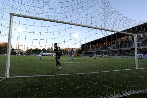 RoPSilla on käytössään 5-6 kenttää, joista jokaisella on kumirouhetekonurmi. Kuvassa Rovaniemen keskuskenttä.