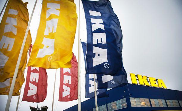 Ikean liike Tampereella. Facebookin valearvonta esiintyi huonekaluketjun nimissä.