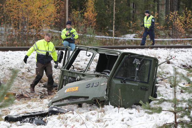 Raaseporin onnettomuudessa juna törmäsi Puolustusvoimien ajoneuvoon.
