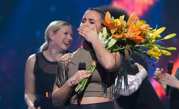 Sandhja edustaa Suomea Sing it Away -kappaleellaan Tukholmassa Euroviisuissa toukokuussa.