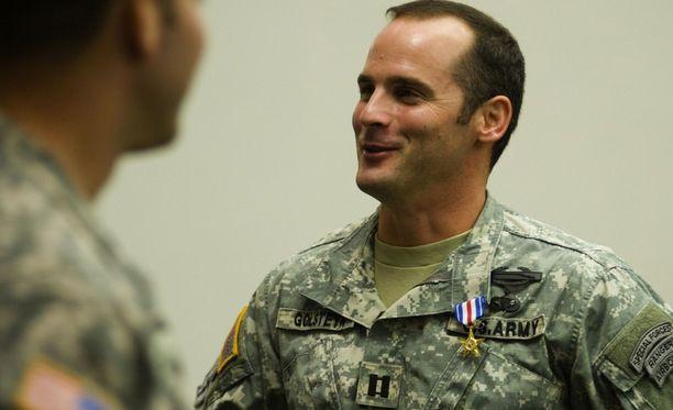 Kunniamerkein palkittu sotilas Matthew Golsteyn sai torstaina syyteen harkitusta murhasta.