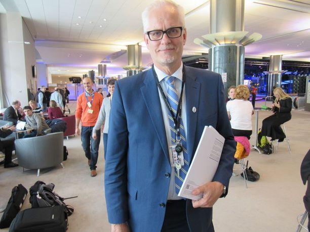 Europarlamentaarikko Petri Sarvamaa lobbasi Suomen metsien lisäkäytön puolesta.