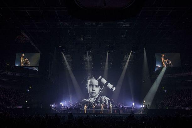 Ultra Bra nousi lavalle myös kesällä 2017. Silloin suosikkiyhtye nähtiin Provinssissa, Ilosaaressa ja Ruisrockissa.