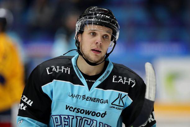 Lahtelaisen kiekkokoulun kasvatti Vartiainen on pelannut Pelicansissa lähes 300 Liiga-ottelua.
