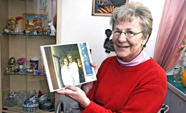Viimein Liisa Salomaa oli 65-vuotias, kun hän sai yhteyden kolme vuotta nuorempaan pikkusiskoonsa. Siskoilla on sama äiti, mutta eri isä.