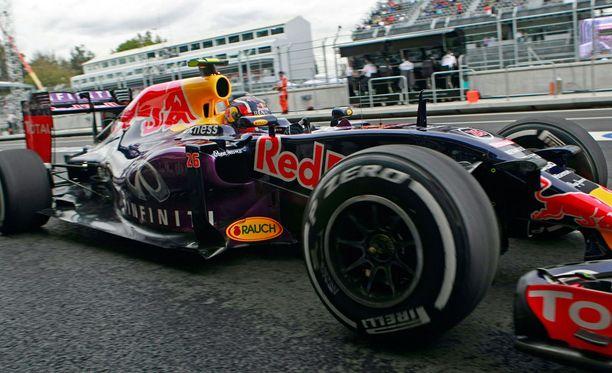 Red Bullin tehtaalla vierailleet vorot saivat pitkät tuomiot.