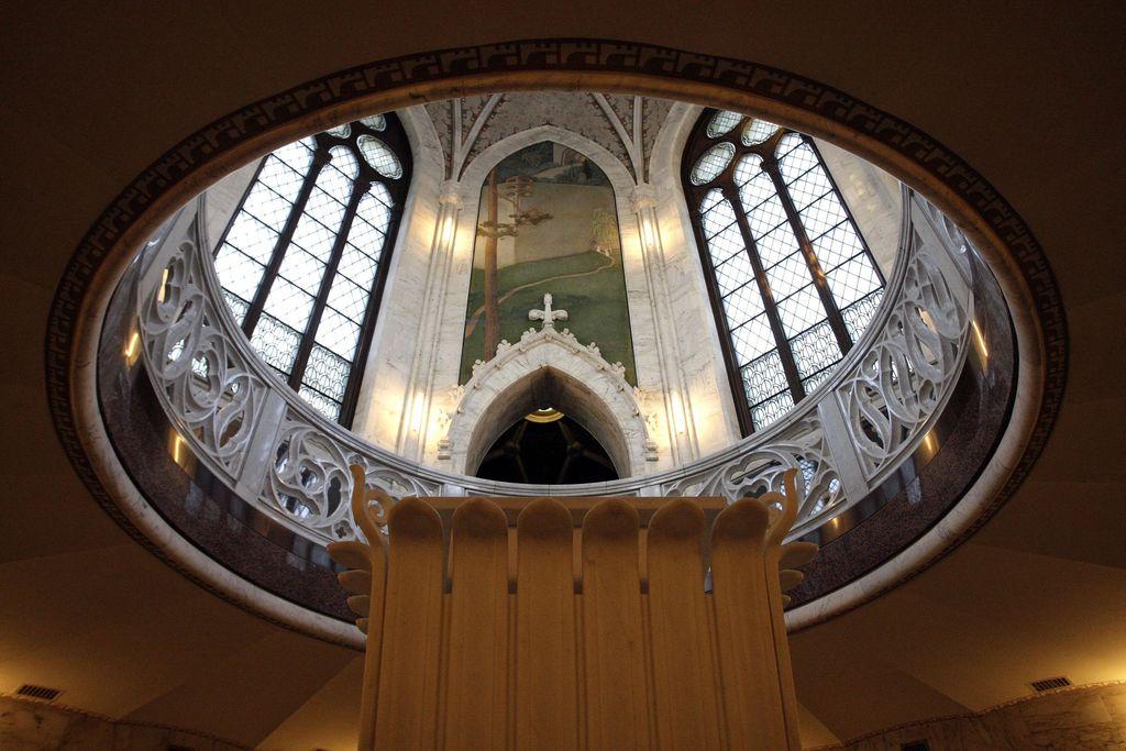 Tutkija Nina Kokkisen mukaan Juséliuksen mausoleumissa vaeltaa totuudenetsijän hahmo.