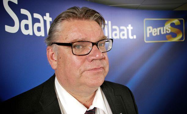 Ulkoministeri Timo Soini (ps) muistuttaa suomalaisia käytöstavoista myös sosiaalisessa mediassa.