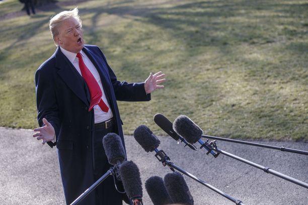 Trump teki virkakautensa ensimmäisen vierailun Kaliforniaan.
