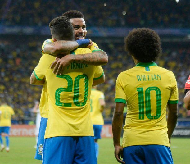 Brasilia jahtaa mestaruutta kotiyleisönsä edessä.