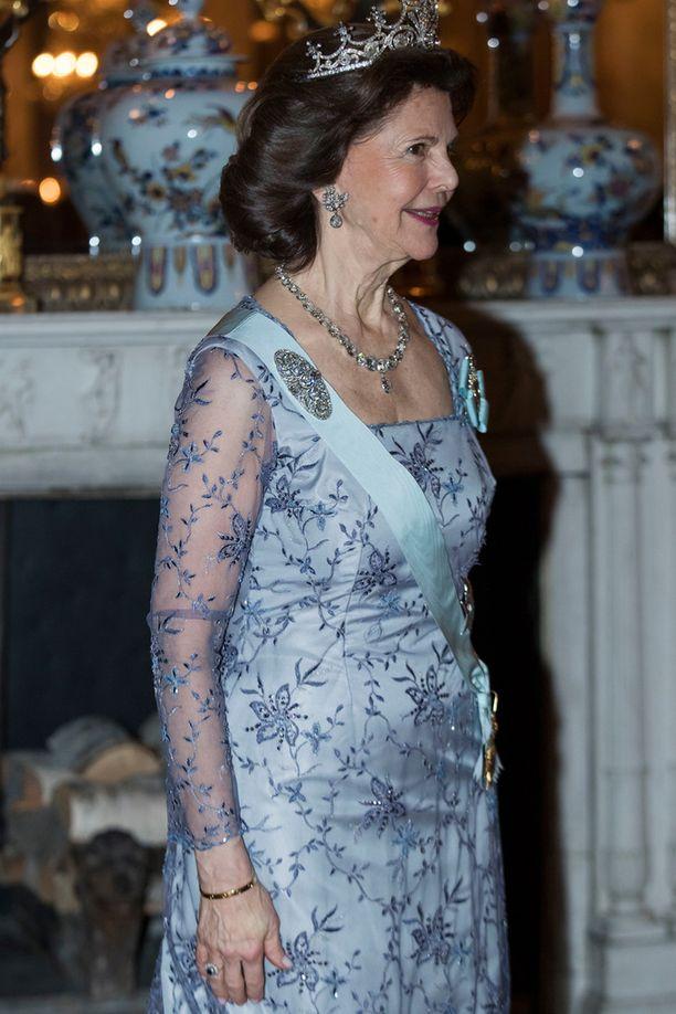 Myös Silvia oli pukeutunut vaaleansiniseen mekkoon.
