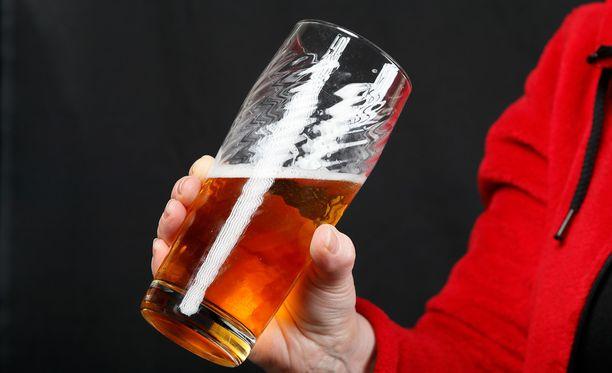 Alkoholilain uudistusta valmisteleva sosiaali- ja terveysministeriö lähetti osin vanhat pykälät lainsäädännön arviointineuvoston syyniin.